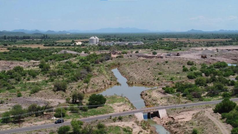 Vertido de aguas negras al poniente de Hermosillo causa grave contaminación ambiental