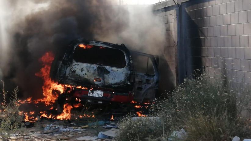 Recuperan automóvil robado... ¡pero en llamas!