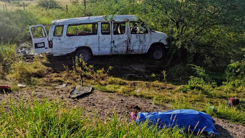 Fallecen dos jornaleros agrícolas en volcamiento en la costa de Hermosillo, hay 20 lesionados