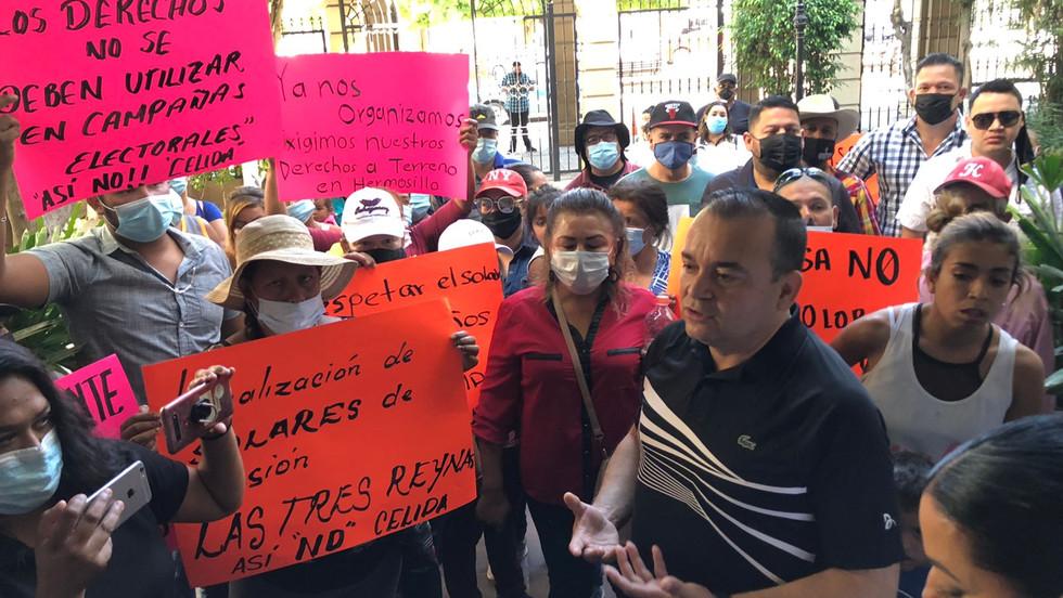 Toman Palacio Municipal vecinos de la invasión Tres Reynas, exigen regularización