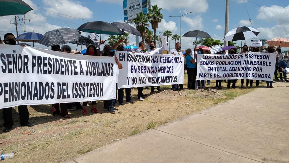 Manifestaciones, protestas y exigencias en la visita de López Obrador a Hermosillo