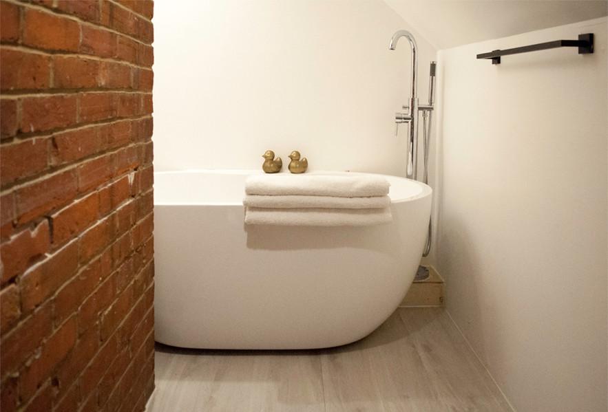 room6_bath.jpg