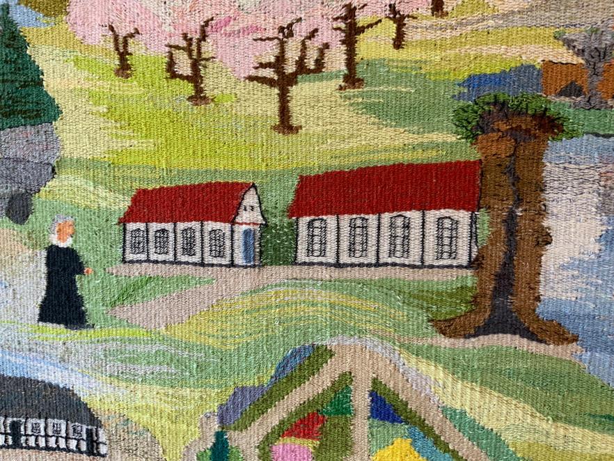 Orangerierne på Gl. Estrup og prasten Egon Lindberg på vej mellem de 2 kirker.