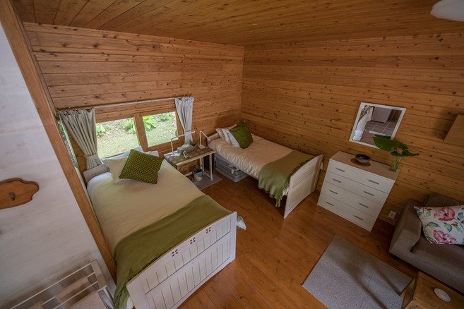 bedroom -2 single beds.jpg