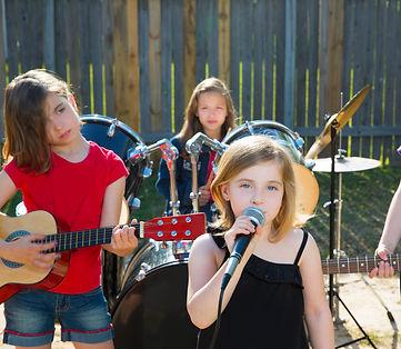 Blond kid singer girl singing playing li