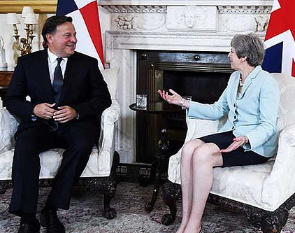 UK Prime Minister urges Panamá to do effort on tax evasion. Ignores a father's rights to his son.