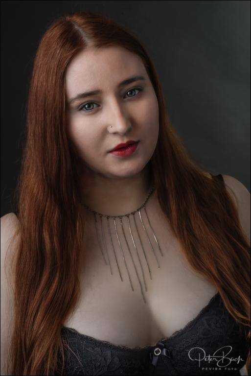 Sandra model nøgen