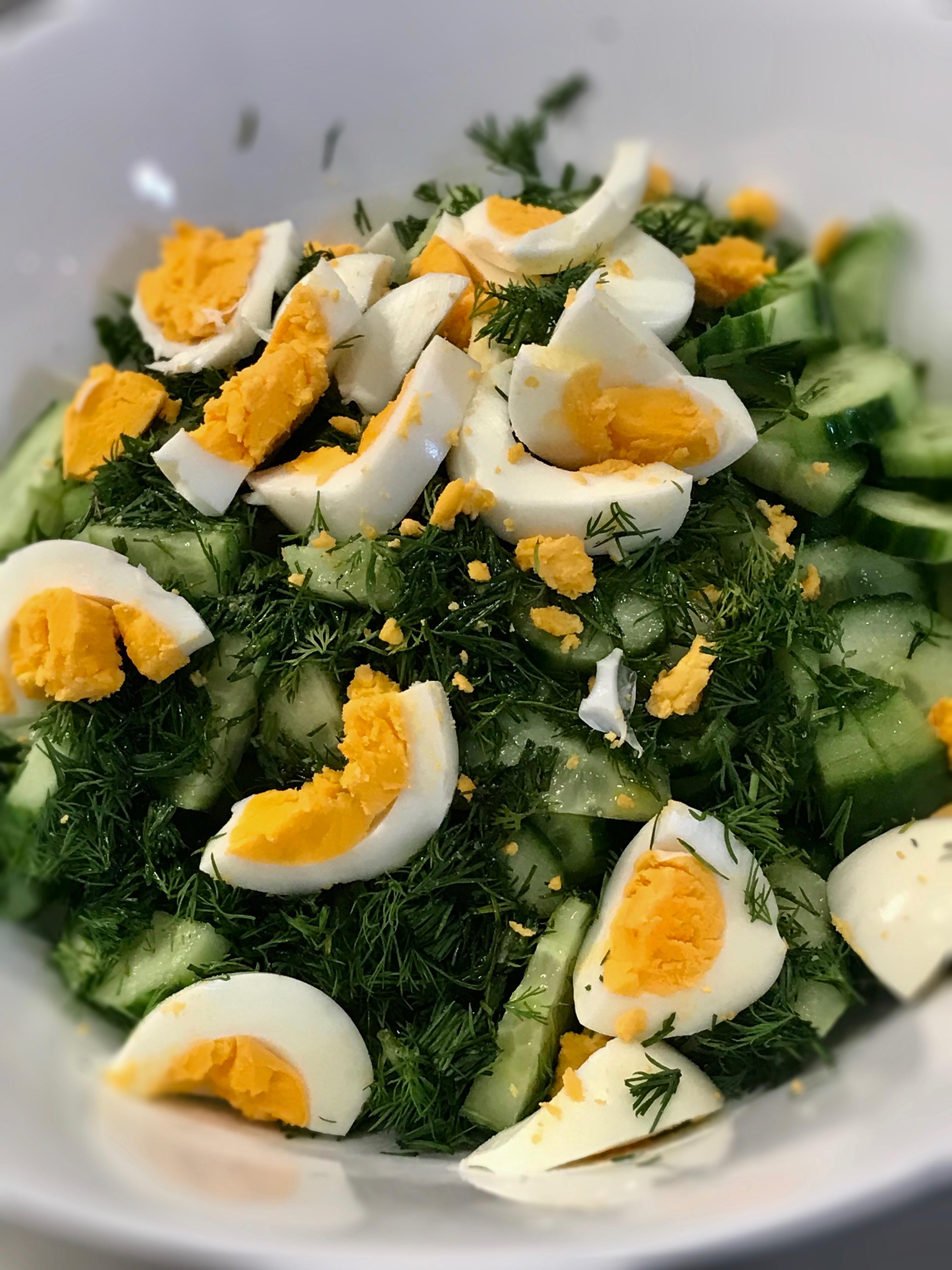 Salată de Castraveți cu ou