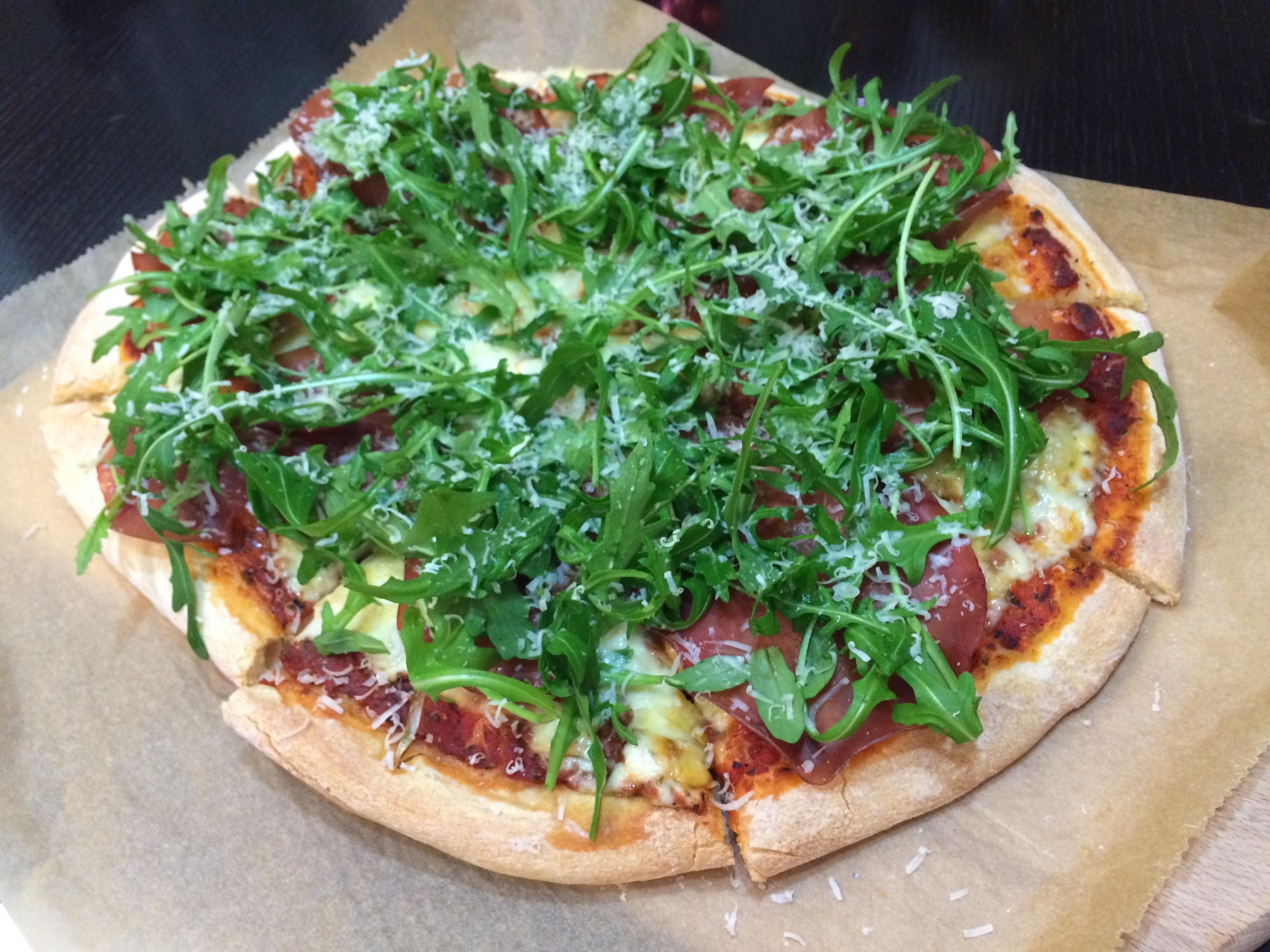 Pizza Braseola cu Rucola