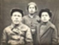 Дедушка Максим, отец и тетя Оля