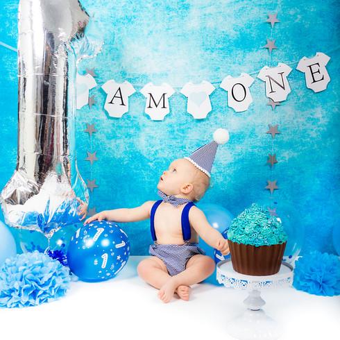 Giant blue Cupcake cake smash 1st birthday | Panda Creative