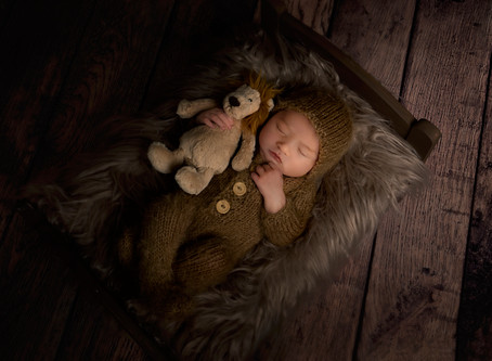What to bring and expect from a Newborn Session with me!