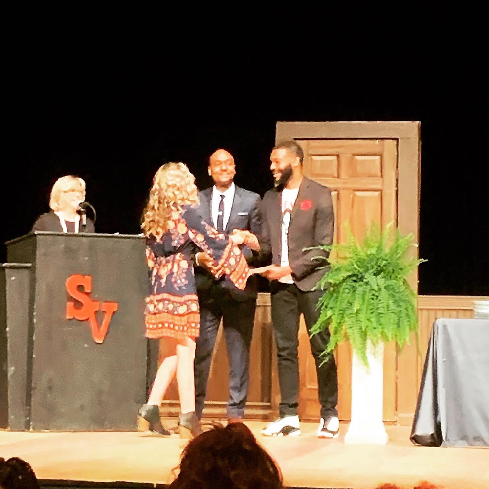 Mayor Woodfin presents awards