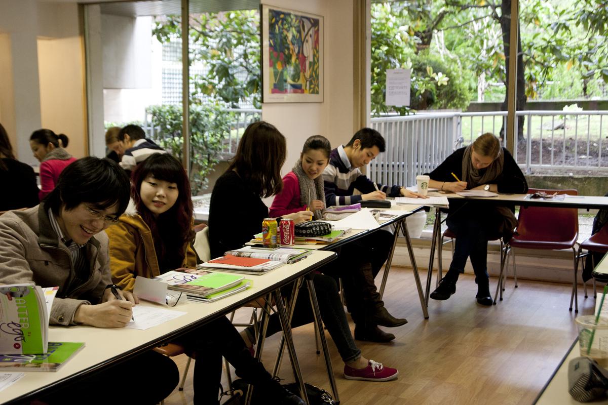 FL Paris Victor Hugo - Classroom & Students 1