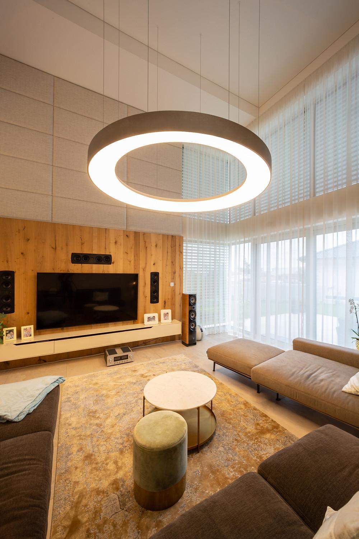 osvetlenie obývačky prstencový luster svetelné stropy