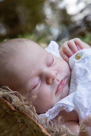 photos de bébé champêtre à Pierrefeu du