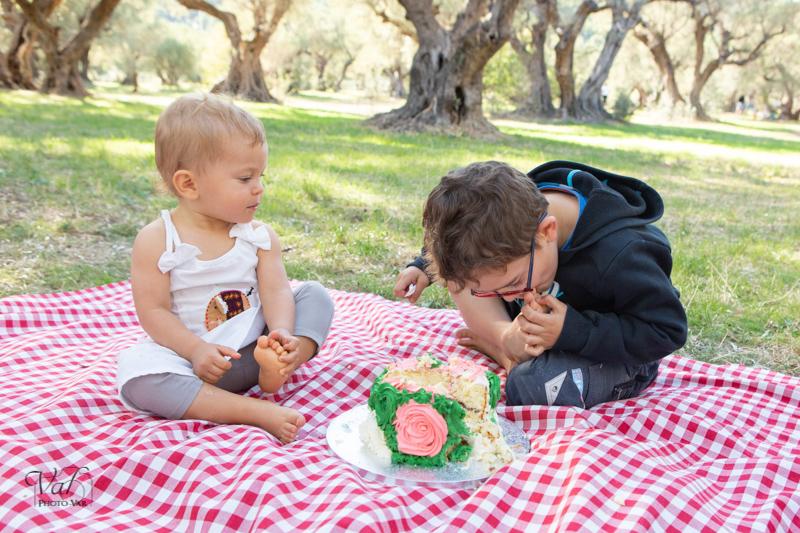 Photographe smash the cake en extérieur - goûter d'anniversaire enfant Var
