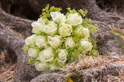 Photographe mariage Var La Farlède - bouquet de la mariée - parc du moulin du partégal
