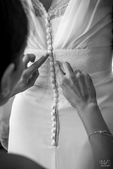 Valphotovar photographe Mariage Toulon - habillage de la mariée