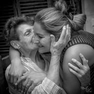 Valphotovar photographe mariage Toulon - La mariée avec sa mamie