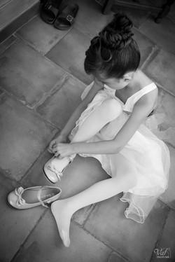 Photographe mariage Var - Préparation petite fille d'honneur - Cuges les Pins