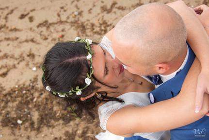 Valphotovar photographe mariage les Sablettes - photo de couple au bord de mer