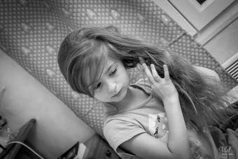 Valphotovar photographe mariage Cuges les Pins - préparation des enfants d'honneur