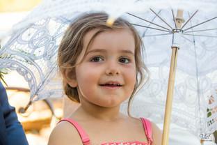 Valphotovar photographe mariage Pierrefeu - Domaine du Pourret - Portrait de petite fille d'honneur