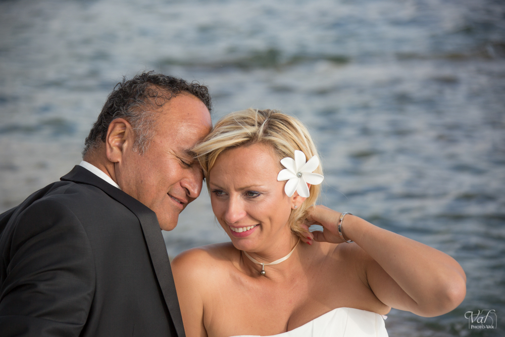 Photographe mariage Six fours plages - photo de couple bord de mer - le Brusc