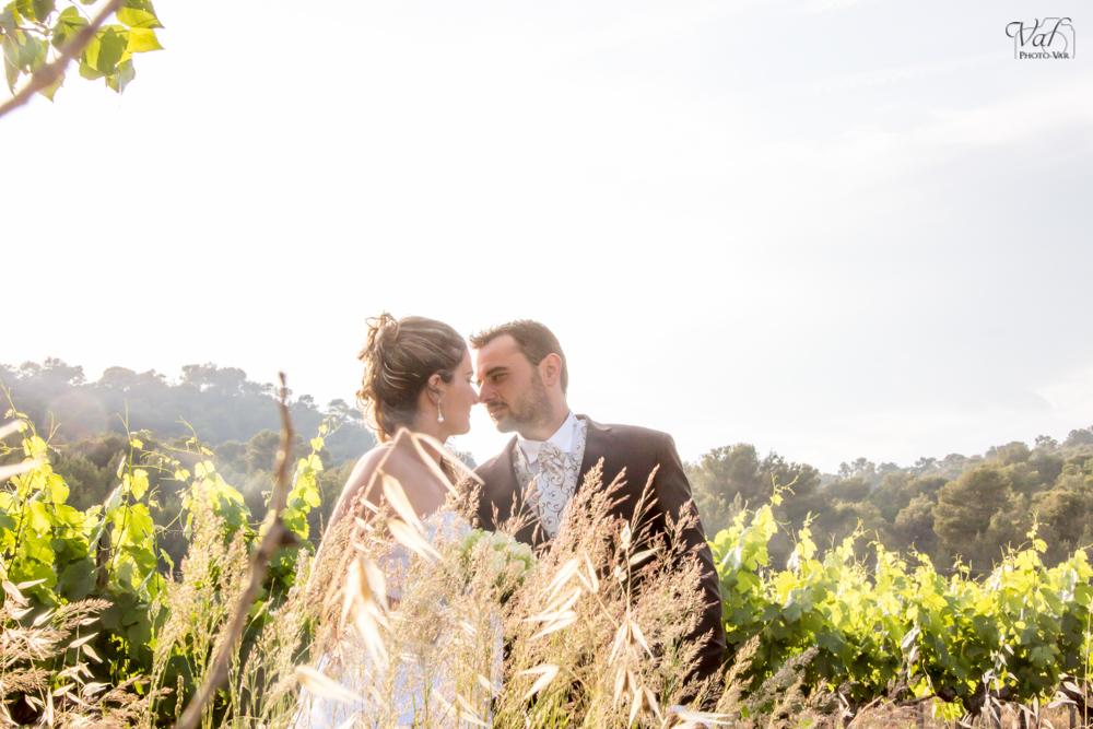 Photographe mariage Var - la Crau - Domaine de la Navarre - photos de couple champetre