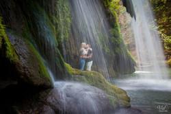Photo séance engagement Var - Cascade du Grand Baou - e Val