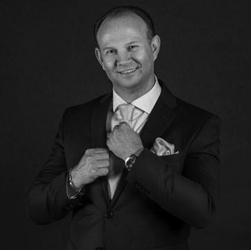 Dr Nicky van der Westhuizen