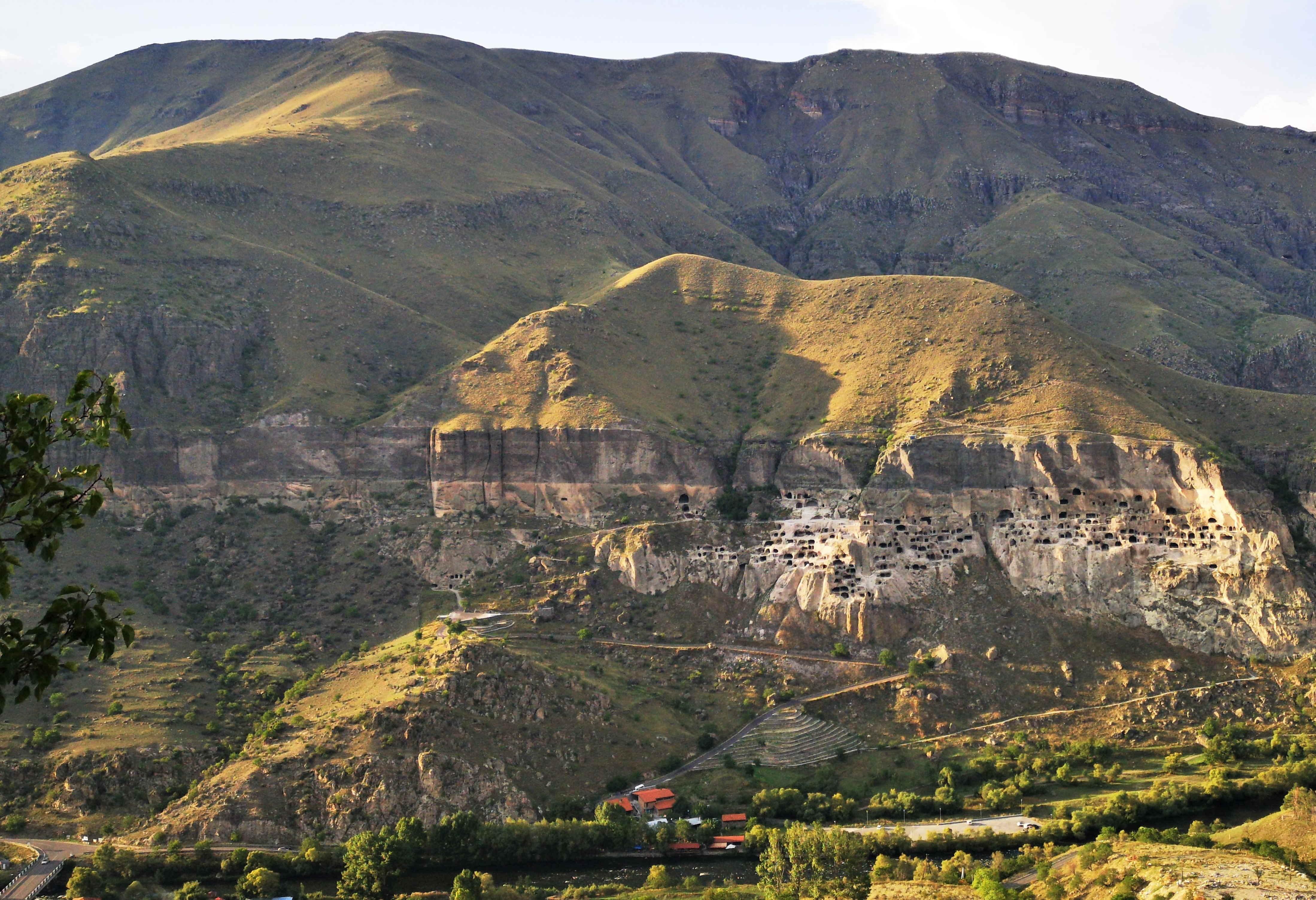"""Великолепный каньон Мктвари (реки Куры). Вардзия - древний """"человейник"""""""