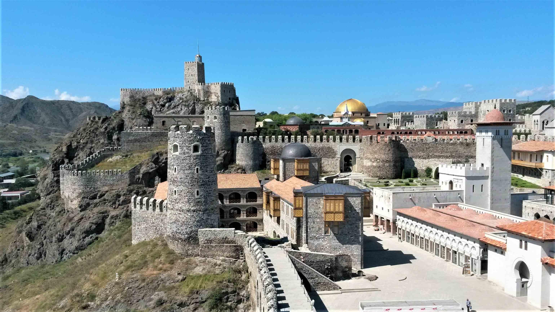Самая большая крепость Грузии - Рабат, тут есть где побродить и что посмотреть.