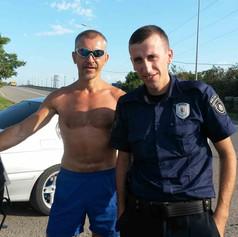 Фото на память с грузинским полицейским, сопровождовшим меня ради безопасности на протяжении 50 км. Пока не закончился его участок.