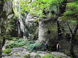 Национальный парк Триалети, Биртвиси. Одна из сторожевых башен в невероятном природном лабиринте.