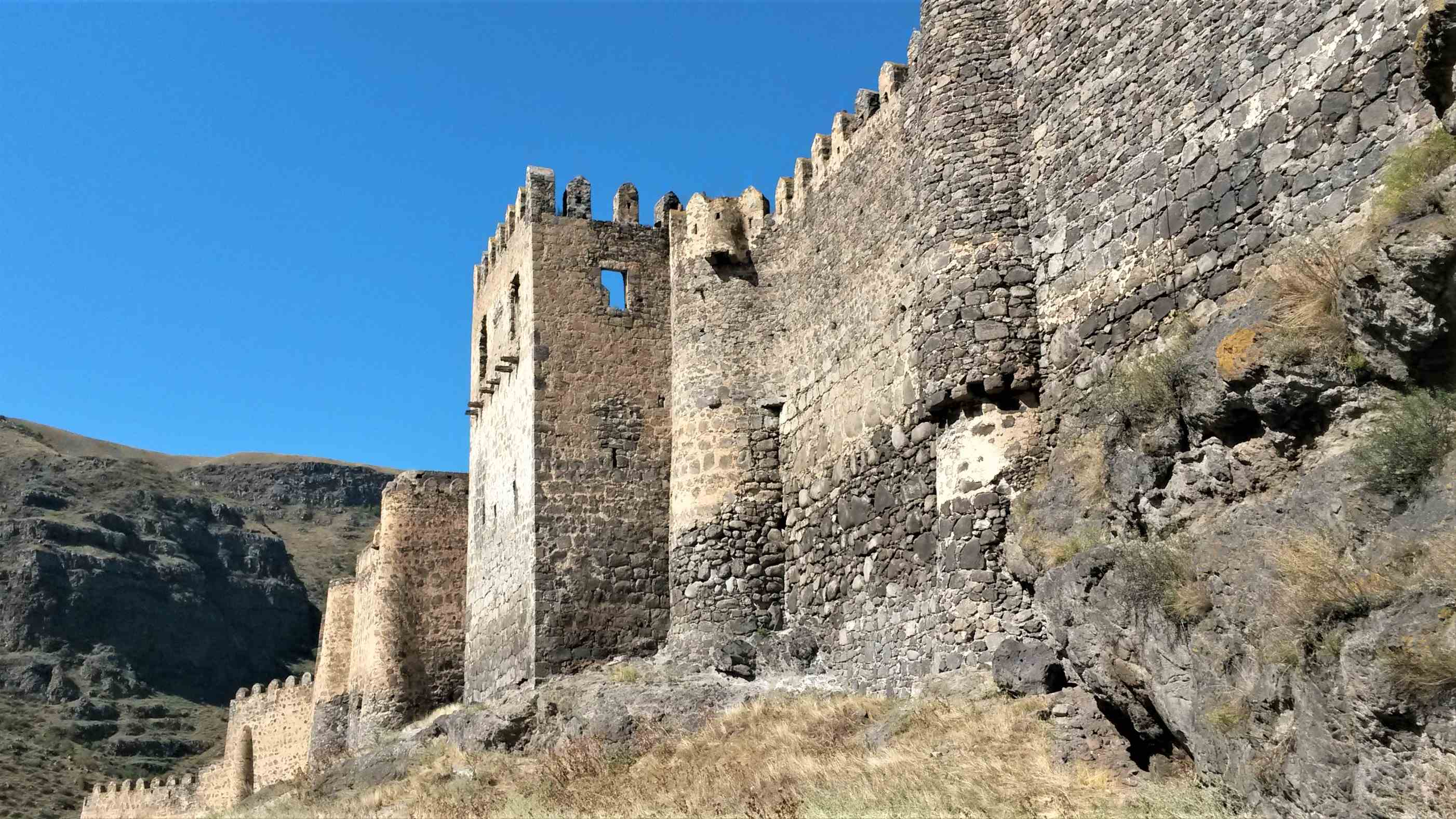 Крепость Хертивиси, на Великом Шелковом пути, отлично сохранилась