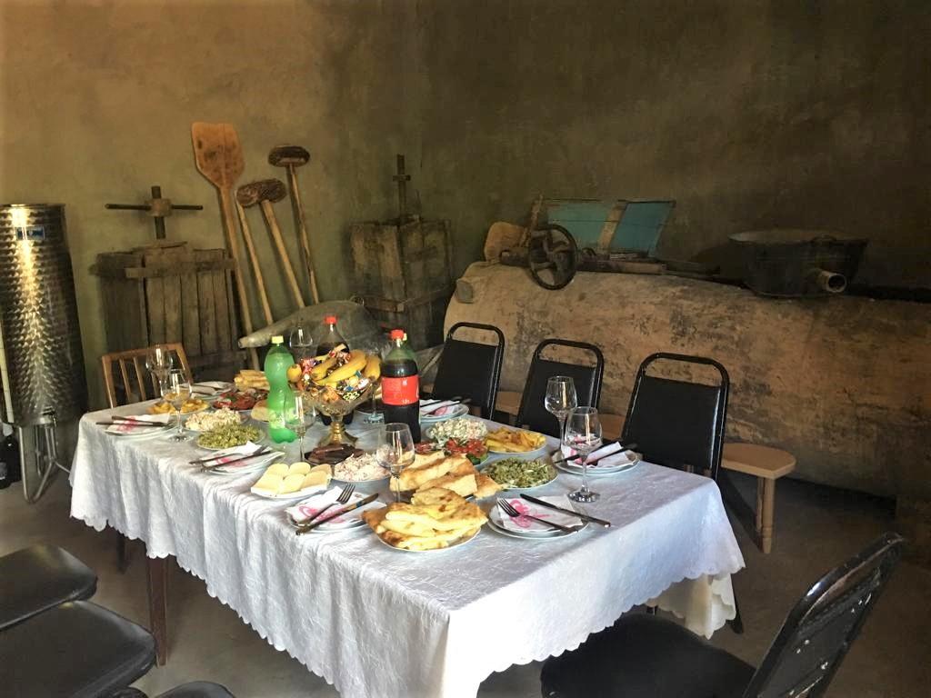 Перед началом дегустации самого дорого вина в Грузии - Усохелаури