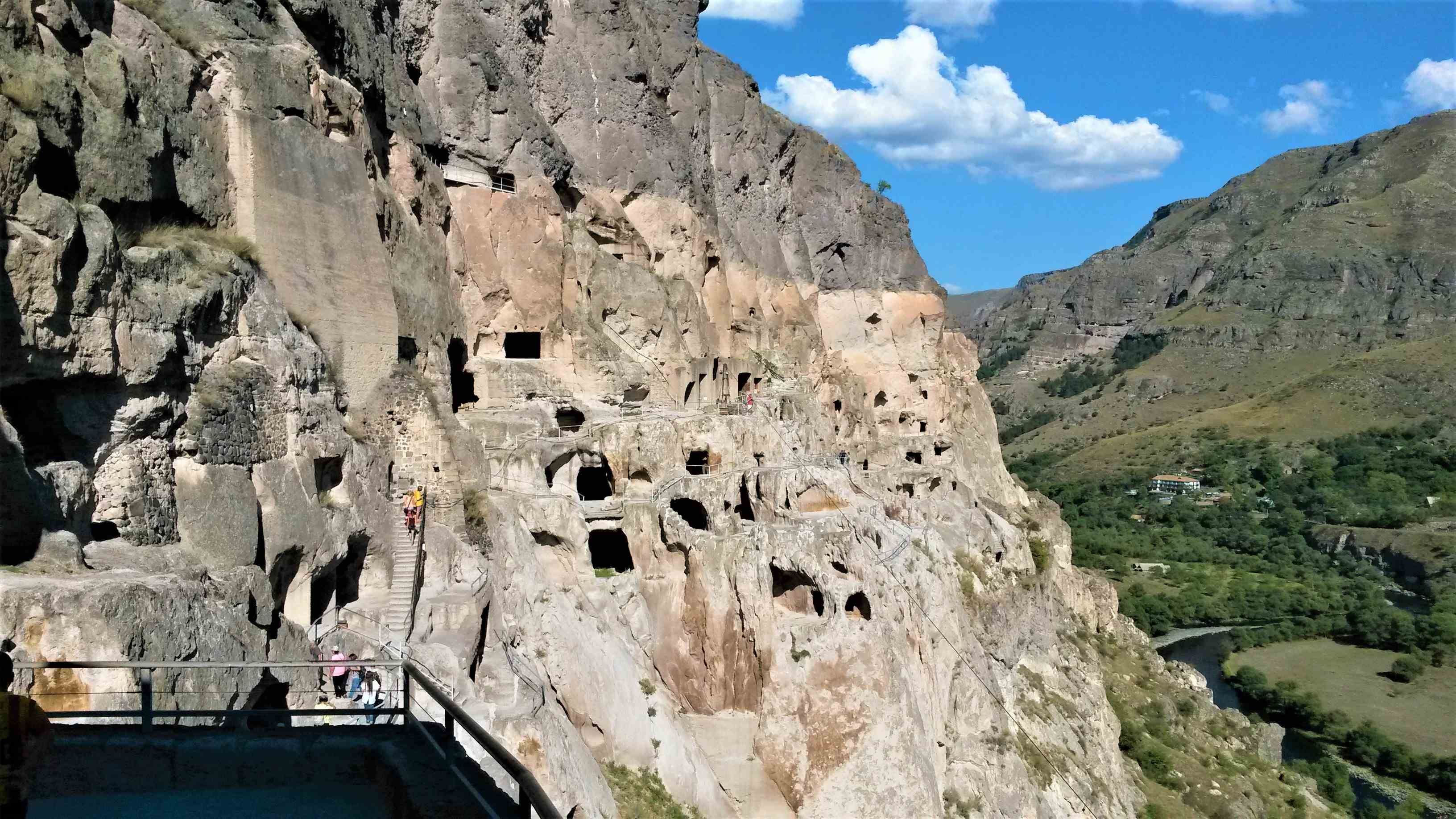 Легендарный пещерный город-монастырь Вардзия