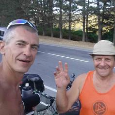 Дедушке 70 лет и он на старом велосипеде ездил из Брянска в Грузию. Встреча на Военно-Грузинской дороге.