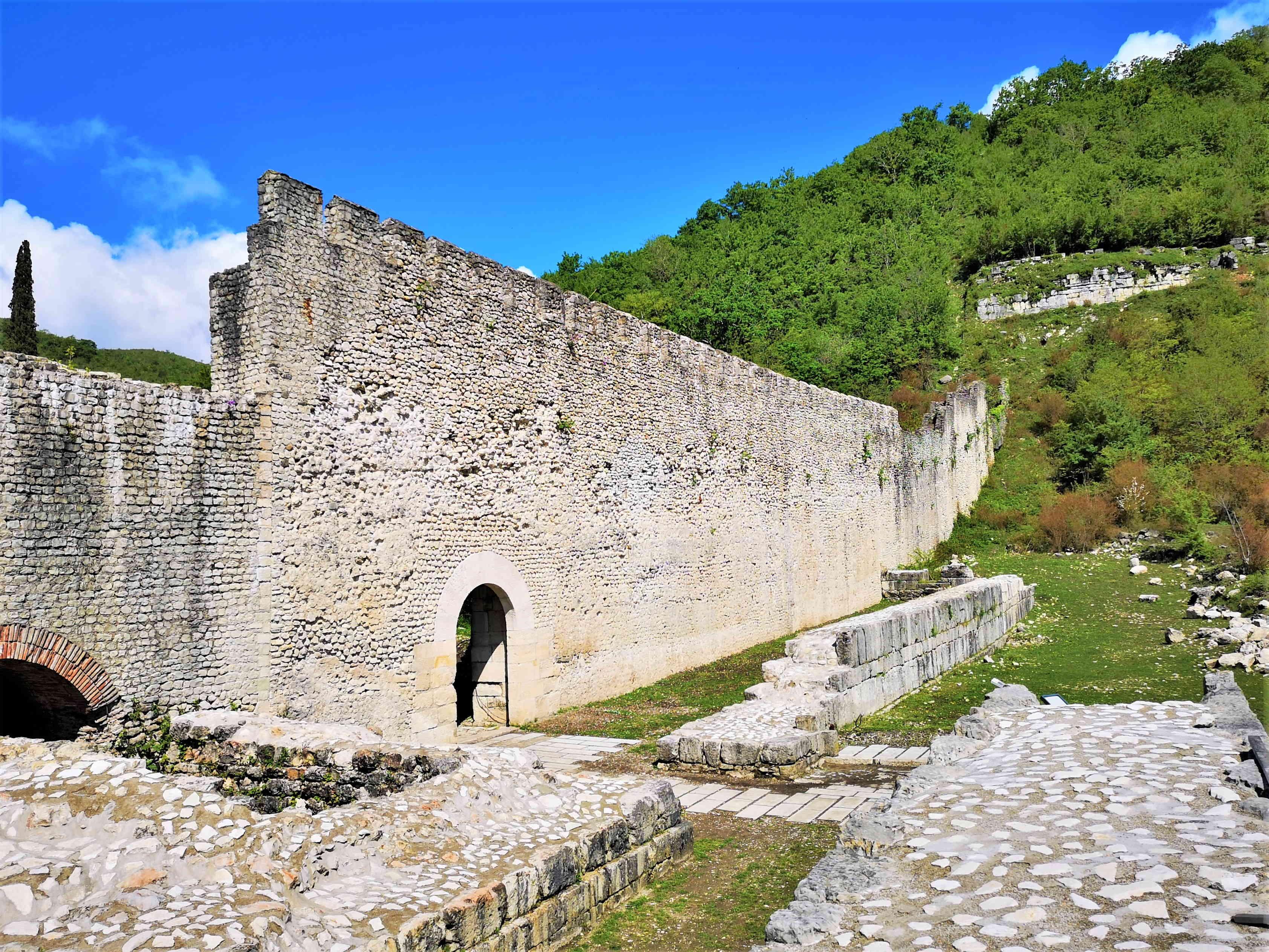 Древний Археополис, главные ворота