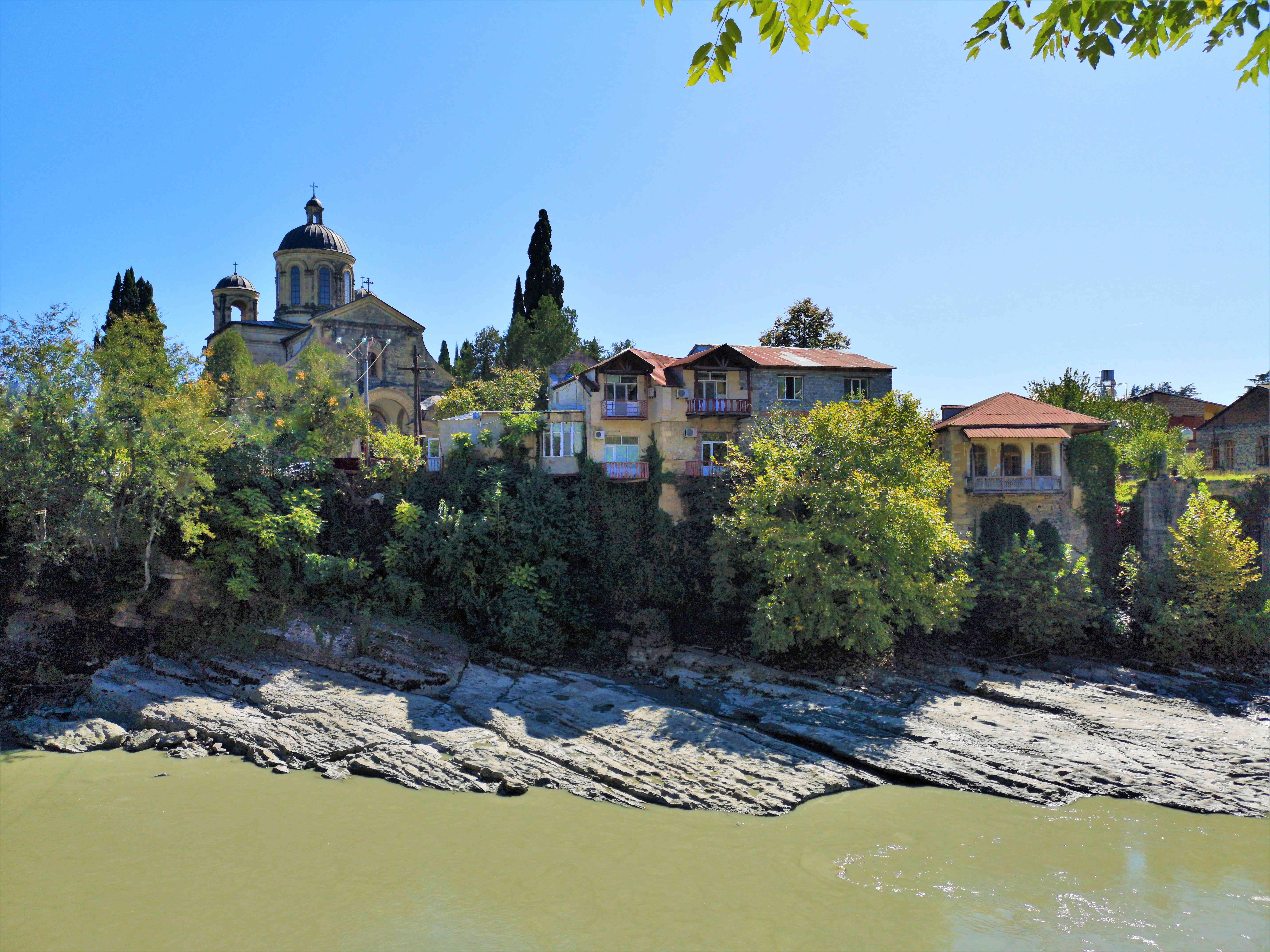 Вид с набережной Риони в Кутаиси