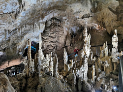 """Один из залов прекрасной пещеры """"Прометей"""""""