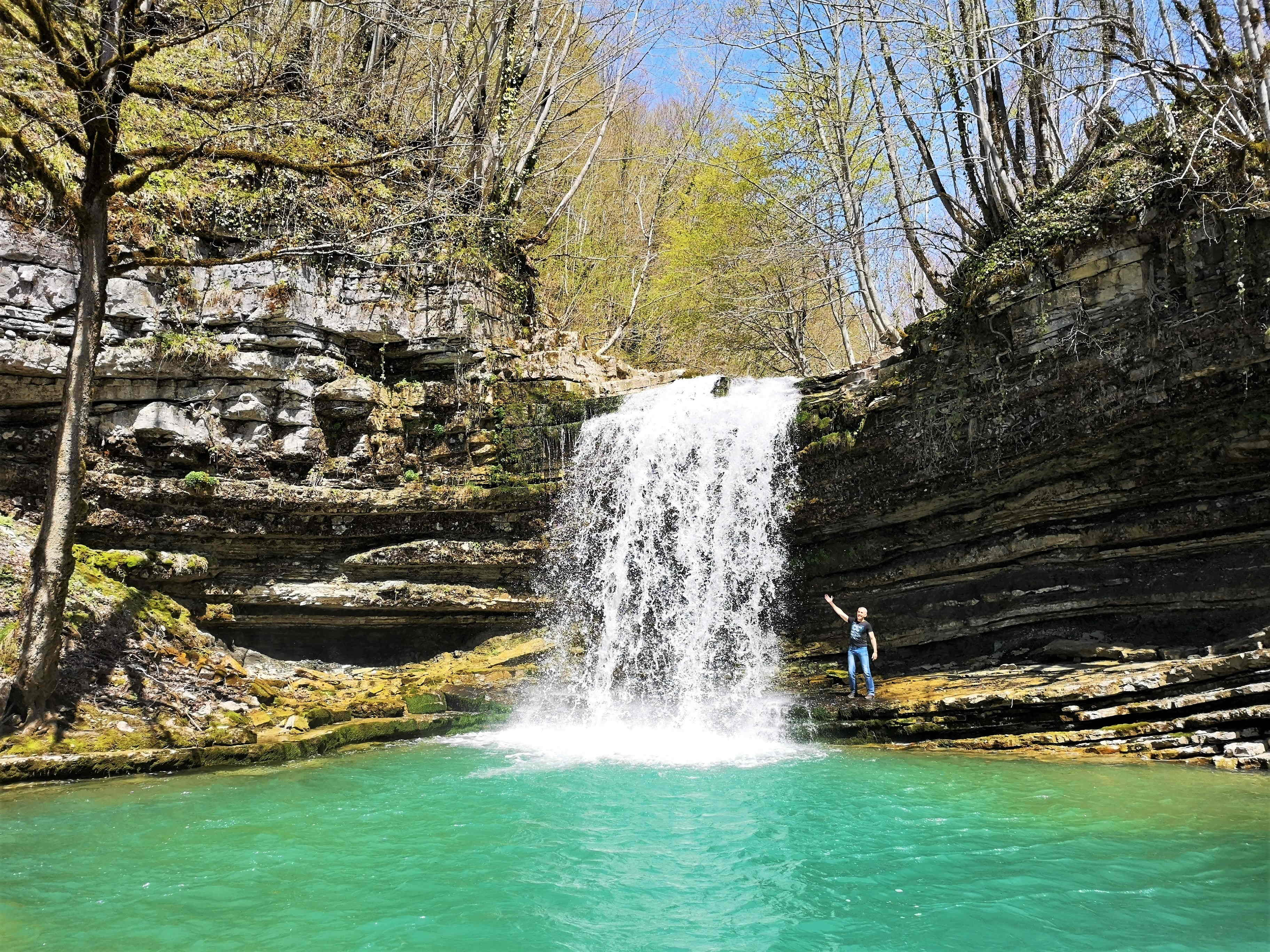 В Грузи полно диких и удивительно красивых водопадов