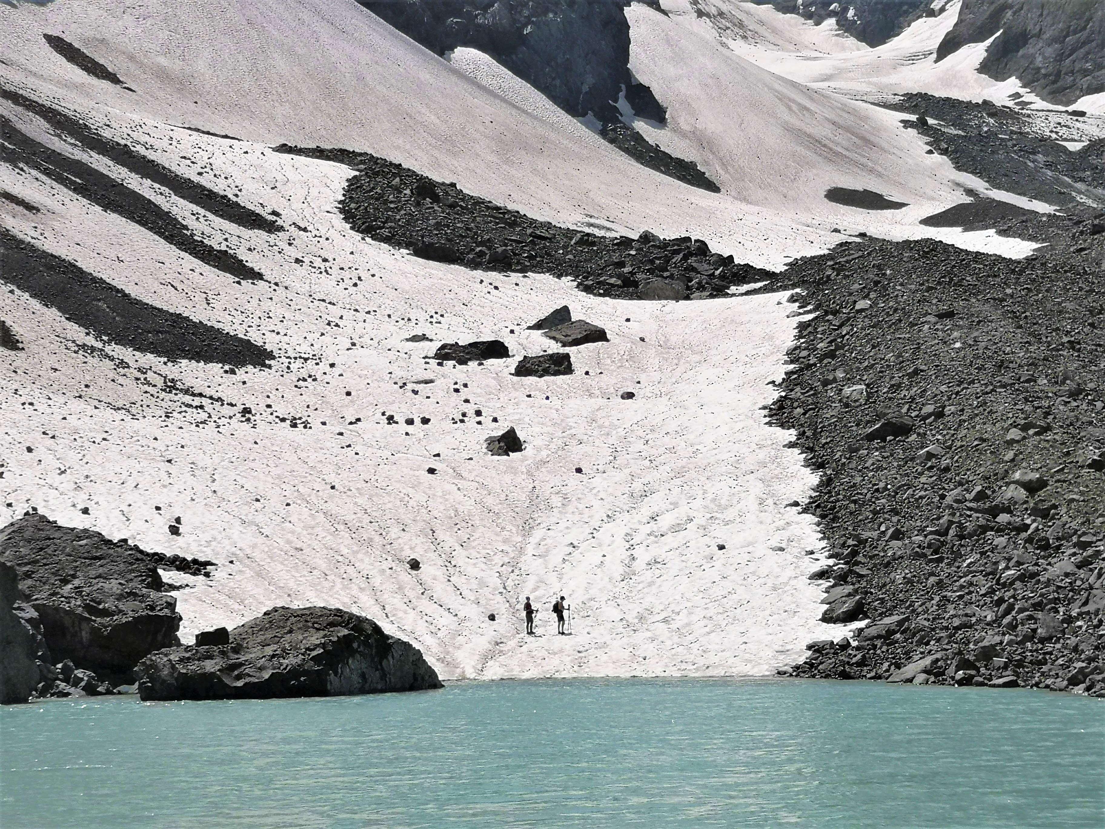 Хевсурети, на снежнике горы Чаухи около Белого озера