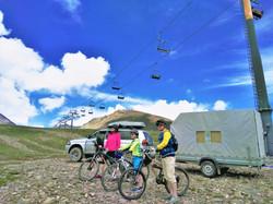 Горнолыжный курорт Гудаури, высота 2300 м. Перед спуском...