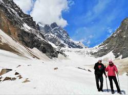 На леднике Чалаади. Заслуженная рюмка чая после красивейшего трека.