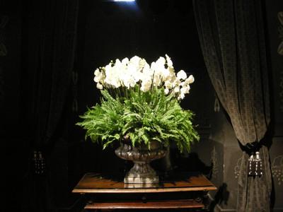 Fresh flowers bring Chateau de Chenonceau alive