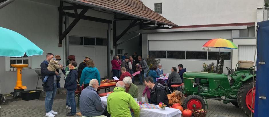Ernte-Hock des VEWK mit Süß-Most und 12-Punkte-Papier zum Landschaftskonzept