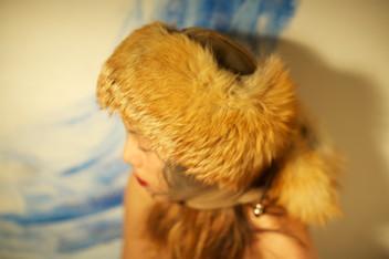 Fascia realizzata in pelliccia, cordini e pendenti    Headband made of fur, rope and pendants